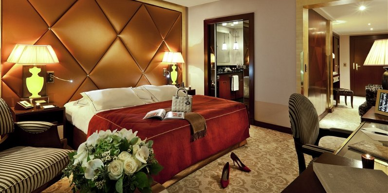 Hotel-Fouquet_s-Barriere--Superior-Room